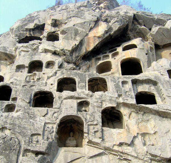 пещерные храмы Лунмень