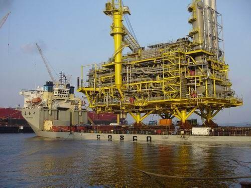 Нефтяная платформа в 11 000 тонн.