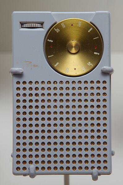 первое транзисторное радио