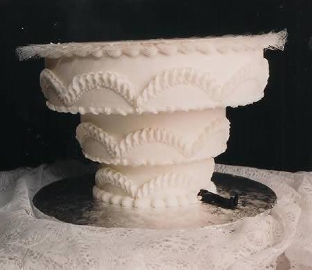 раздавлен тортом