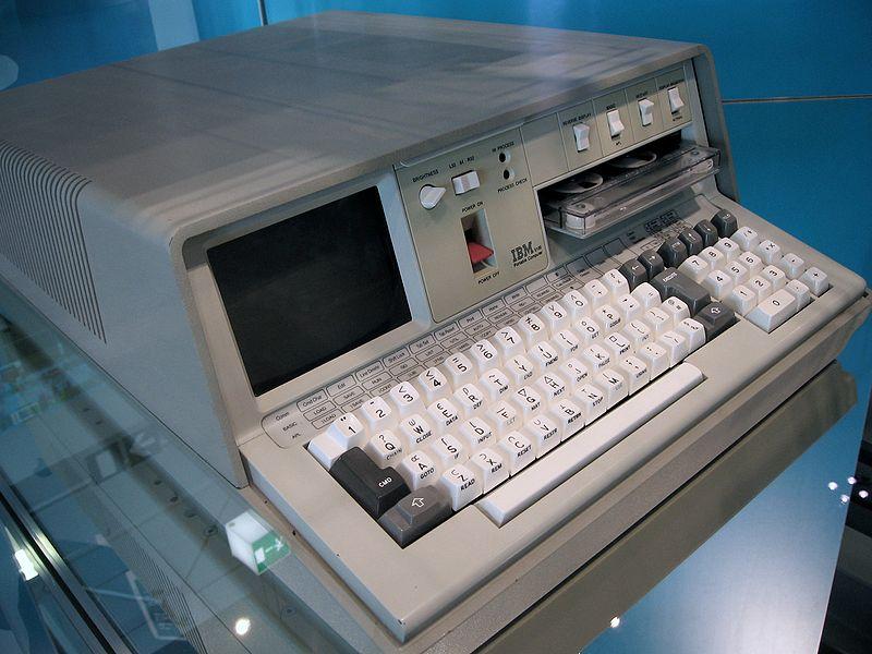 первый портативный компьютер.