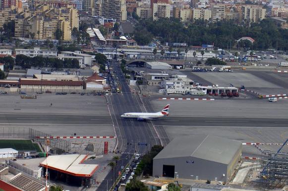 Взлетно-посадочная полоса аэропорта North Front
