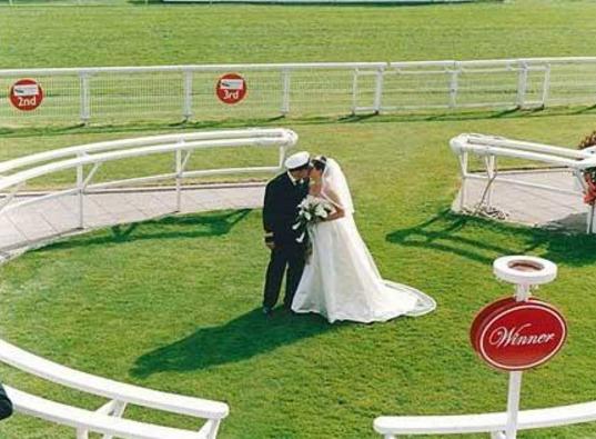 необычная свадьба на ипподроме