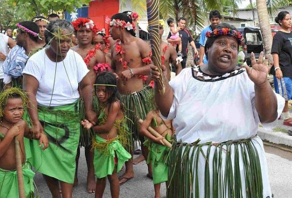 женщины острова Науру