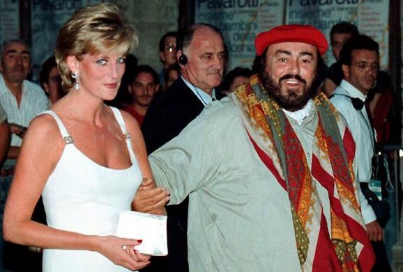 знаменитости умершие от рака Лучано Паваротти