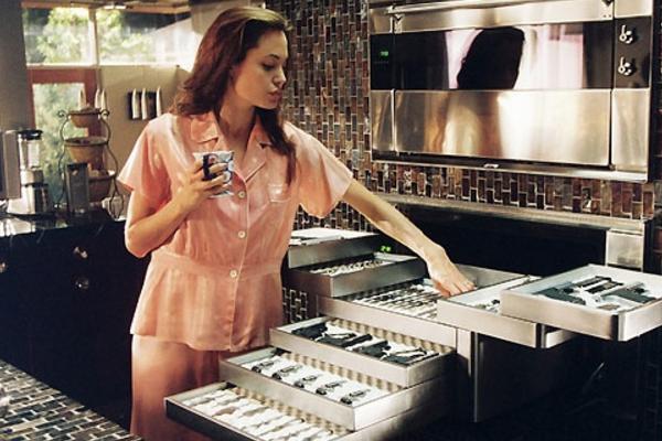 Анджелина Джоли любительница острых штучек