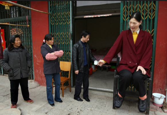 Самая высокая женщина Цзэн Джинлиан
