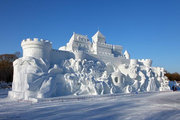 Снеговая скульптура